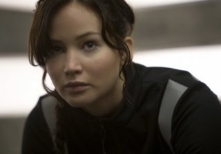 Hunger Games: la ragazza di fuoco, un primo piano di Jennifer Lawrence in allenamento