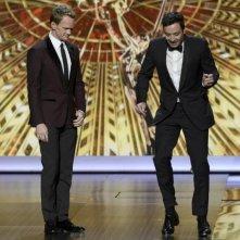 Emmy 2013: Neil Patrick Harris e Jimmy Fallon durante la cerimonia di premiazione