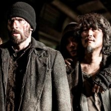 Snow Piercer: Song Kang-ho e Chris Evans in una drammatica immagine
