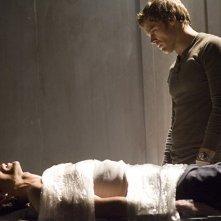Dexter: Michael C. Hall nell'episodio Nato libero