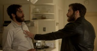 Enemy: nella prima immagine tratta dal film Jake Gyllenhaal lotta con... Jake Gyllenhaal