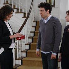 How I Met Your Mother: Alyson Hannigan, Josh Radnor e Cobie Smulders in una scena dell'episodio The Locket, premiere stagione 9