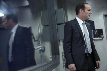 Agents of S.H.I.E.L.D.: Clark Gregg in una scena dell'episodio The Asset