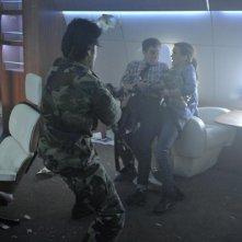 Agents of S.H.I.E.L.D.: Elizabeth Henstridge ed Ian De Caestecker in una scena dell'episodio 0-8-4