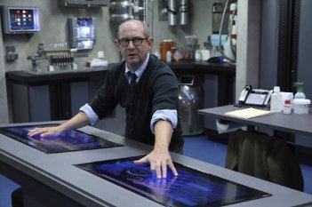 Agents of S.H.I.E.L.D.: Ian Hart in una scena dell'episodio The Asset