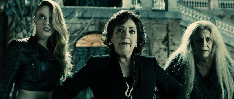 Carmen Maura (al centro) in Las brujas de Zugarramurdi
