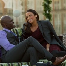 L'amore in valigia: Djimon Hounsou e Paula Patton in una scena del film