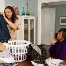 L'amore in valigia: Paula Patton con Jenifer Lewis in una scena del film