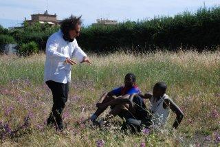Black Star - Nati sotto una stella nera: il regista Francesco Castellani con i suoi attori sul set del film