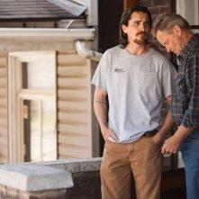 Out of the Furnace: Christian Bale e Sam Shepard in una scena del film