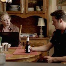 Rectify: J. Smith-Cameron con Aden Young in una scena