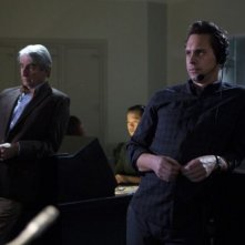 The Newsroom: Thomas Sadoski e Sam Waterston in una scena dell'episodio 'The Genoa Tip'