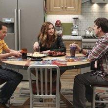 Due uomini e mezzo: Ashton Kutcher, Jon Cryer ed Amber Tamblyn nell'episodio Nangnangnangnang
