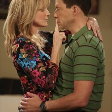Due uomini e mezzo: Jon Cryer, e Courtney Thorne-Smith nell'episodio I Think I Banged Lucille Ball