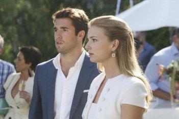 Revenge: Emily VanCamp e Josh Bowman nell'episodio Confession
