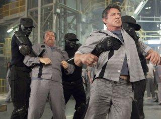 Escape Plan - Fuga dall'inferno: Arnold Schwarzenegger e Sylvester Stallone in una concitrata scena