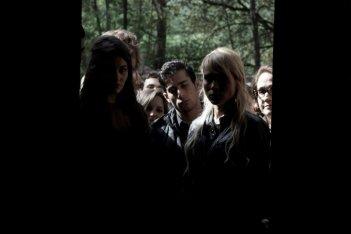 Roles: i protagonisti in una scena della web series