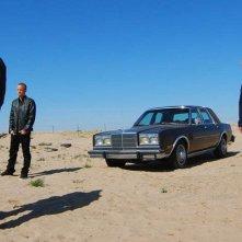 Breaking Bad: Aaron Paul, Jonathan Banks e Bryan Cranston in una scena dell'episodio Say My Name