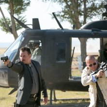Cani sciolti: Bill Paxton con Christopher Matthew Cook in azione in una scena del film