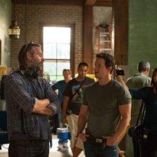Cani sciolti: Mark Wahlberg con Baltasar Kormákur sul set