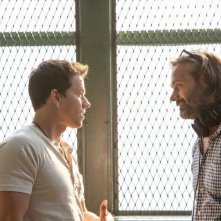 Cani sciolti: Mark Wahlberg con il regista Baltasar Kormákur sul set
