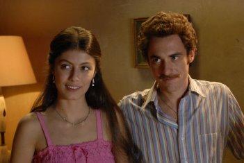 Elio Germano e Alessandra Mastronardi in una scena de L'ultima ruota del carro