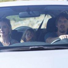 Ethan Hawke e Julie Delpy in auto in una scena di Before Midnight