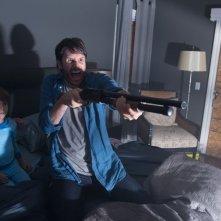 Josh Hamilton con Kadan Rockett e Dakota Goyo in una scena di Dark Skies - Oscure presenze