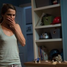 Keri Russell in una scena dell'horror Dark Skies - Oscure presenze