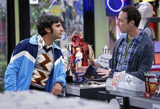 The Big Bang Theory: Kevin Sussman e Kunal Nayyar nell'episodio The Scavenger Vortex