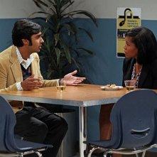 The Big Bang Theory: Regina King e Kunal Nayyar nell'episodio The Hofstadter Insufficiency