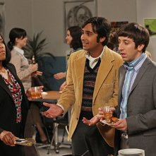 The Big Bang Theory: Regina King, Simon Helberg e Kunal Nayyar nell'episodio The Hofstadter Insufficiency