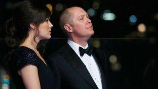 The Blacklist: Megan Boone e James Spader nell'episodio The Freelancer
