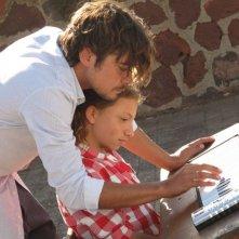 Una piccola impresa meridionale: Riccardo Scamarcio con Mela Esposito in una scena