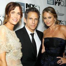 Ben Stiller con la moglie Christine Taylor e Kristen Wiig alla 51ª edizione del New York Film Festival sul red carpet de I sogni segreti di Walter Mitty