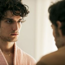 Un castello in Italia: Louis Garrel in un momento del film