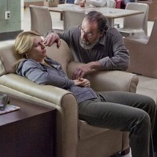 Homeland: Claire Danes e Mandy Patinkin in una scena dell'episodio Uh... Oh... Ah...