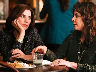 The Good Wife: Julianna Margulies e Stockard Channing in scena nell'episodio The Bit Bucket