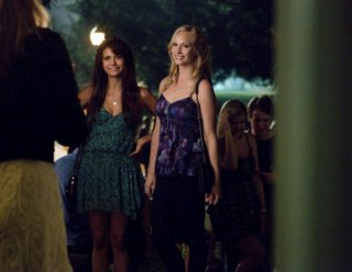 The Vampire Diaries - Candice Accola e Nina Dobrev in I Know What You Did Last Summer, premiere della stagione 5