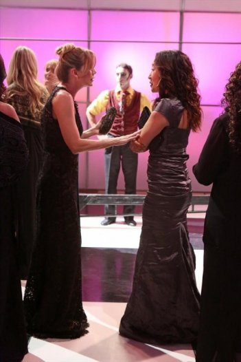 Grey's Anatomy: Sandra Oh ed Ellen Pompeo nell'episodio Puttin' on the Ritz