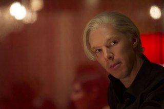 Il Quinto Ptere: Benedict Cumberbatch nei panni di Julian Assange in una scena del film