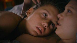 La vita di Adele: Léa Seydoux in un momento di tenerezza trattp dal film con Adèle Exarchopoulos
