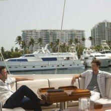Runner Runner: Ben Affleck in barca con Justin Timberlake in una scena del film