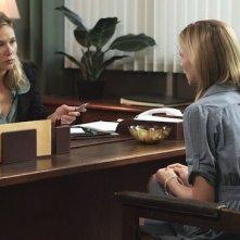 Smiley: Liza Weil e Caitlin Gerard in una scena