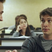 Smiley: Toby Turner e Roger Bart in una scena del film horror