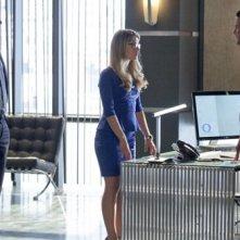 Arrow: Stephen Amell, David Ramsey  e Emily Bett Rickards in una scena dell'episodio City of Heroes, premiere della stagione 2