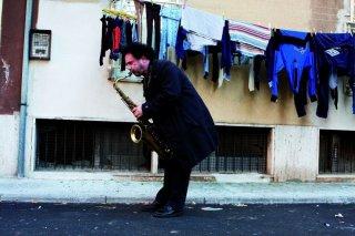 Enzo Avitabile Music Life: Enzo Avitabile in una scena del documentario