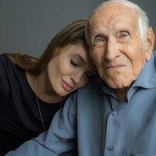 """Unbroken: la regista Angelina Jolie con il vero Louis """"Louie"""" Zamperini"""
