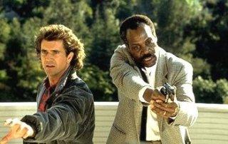 Arma Letale 2: una scena con Mel Gibson e Danny Glover
