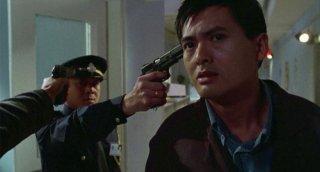 Chow Yun-Fat in una scena di Hard Boiled di John Woo
